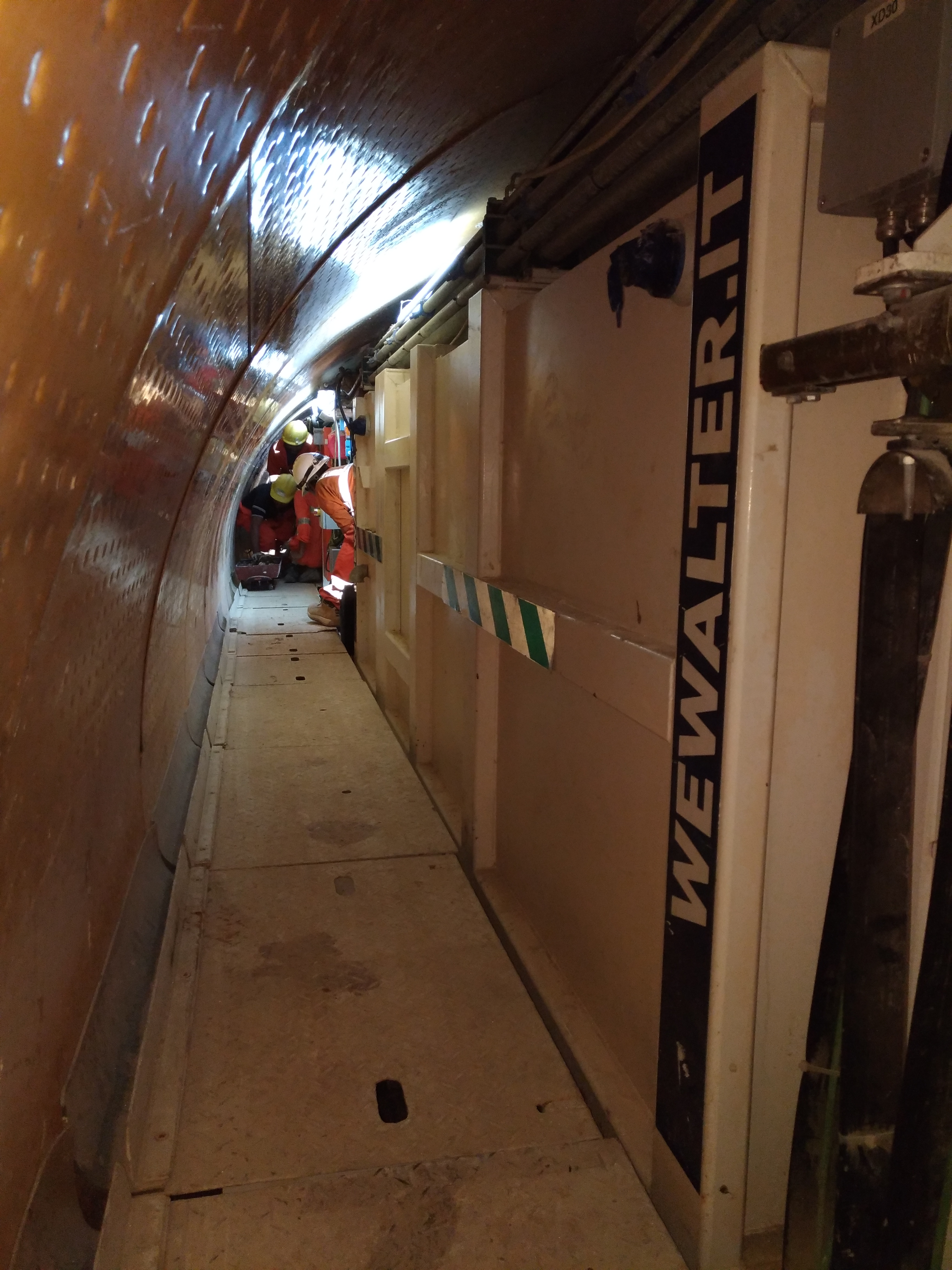 WE Walter Srl refuge Chamber Engeenered For Idris Project, Doha. particular view from the side of the tunnel.